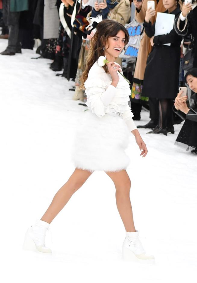 Penelope Cruz alla sfilata Chanel