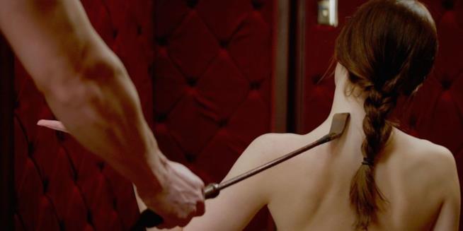 Scena sexy con frustino in Cinquanta Sfumature