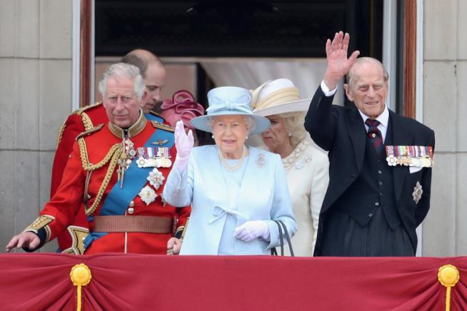 Il Principe Filippo con suo figlio Carlo e la Regina Elisabetta