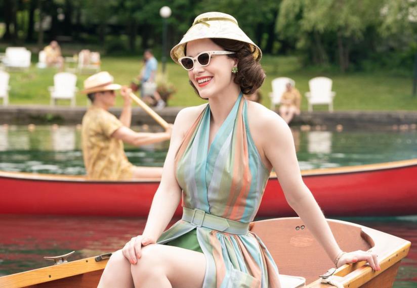 Mrs Maisel e il vestito dai colori pastello