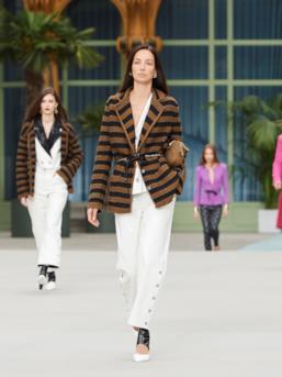 Sfilata CHANEL Collezione Donna Primavera Estate 2020 Parigi - CHANEL Resort PO RS20 0016