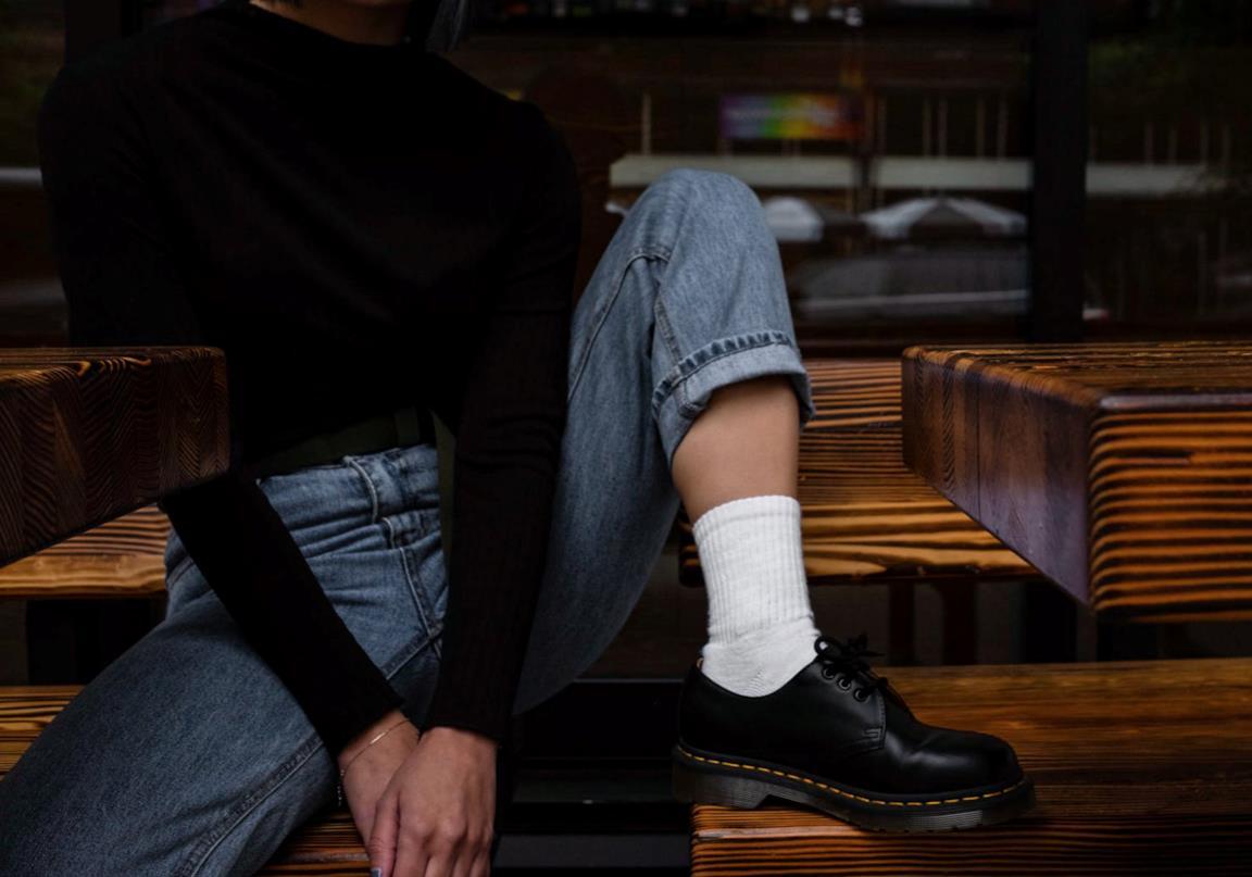 Scarpe con calze bianche