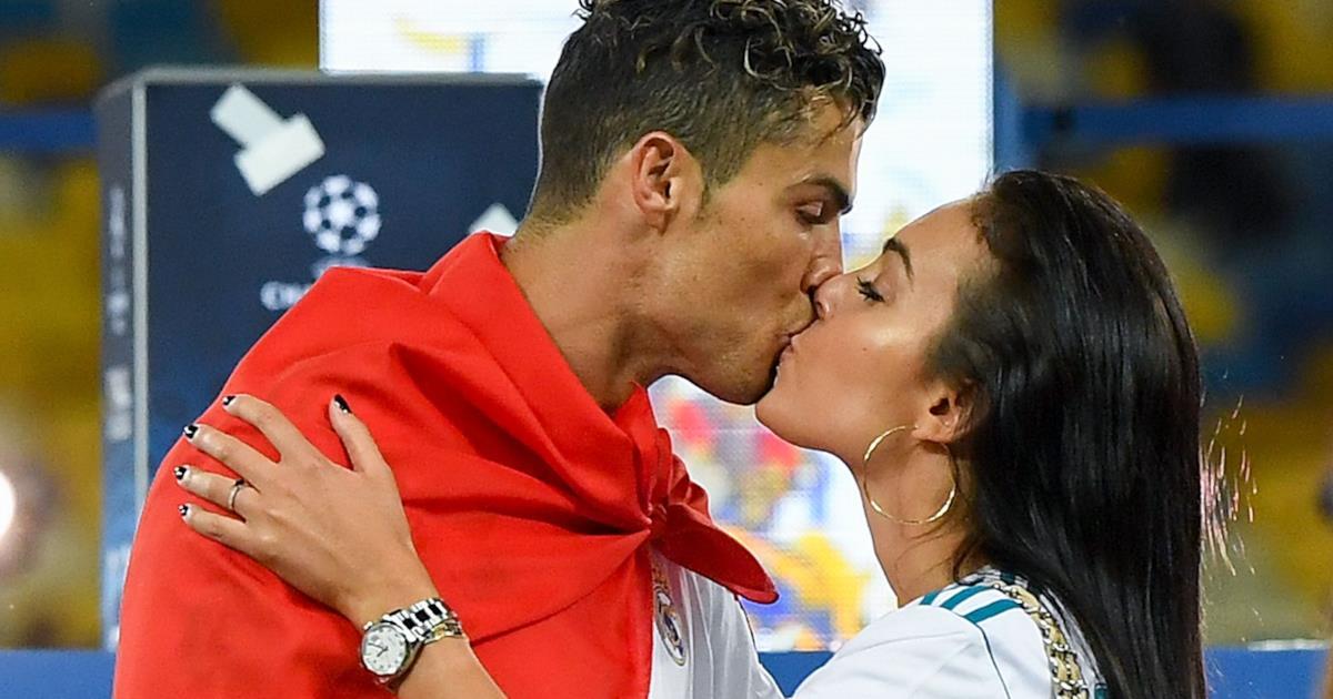 Cristiano Ronaldo e Georgina Rodriguez si sposano, l'anello Cartier toglie il fiato