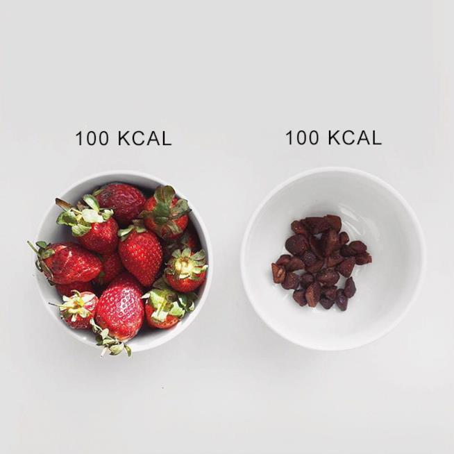 Fragole fresche e fragole essiccate