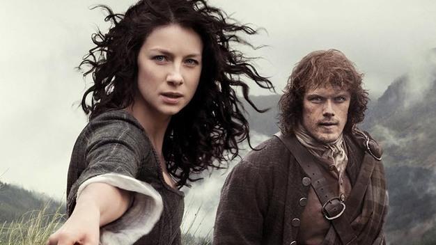 Claire e Jamie in un'immagine promozionale di Outlander