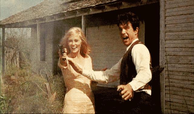 Faye Dunaway e Warren Beatty in una scena di Gangster Story