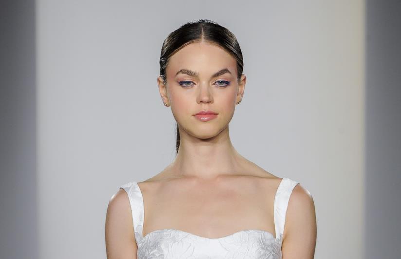 Raccolto hairstyle sposa settembre