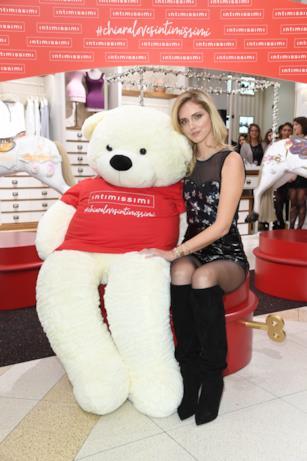 Chiara Ferragni e l'orso bianco mascotte