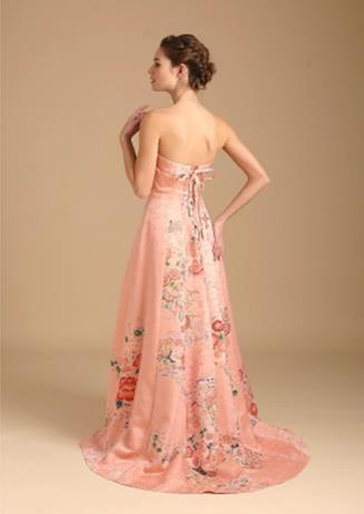 Abito da sposa con allacciatura sulla schiena in stile corsetto di colore rosa a fiori