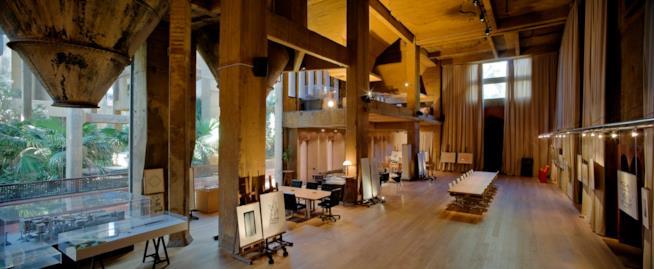 Una veduta dell'ampia sala conferenze ne La Fabrica di Ricardo Bofill