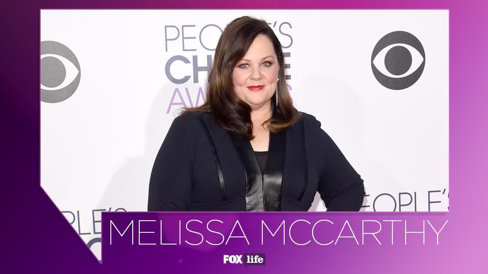 Melissa McCarthy nasce a Plainfield il 26 agosto 1970 e fin da piccola coltiva la passione per la recitazione.
