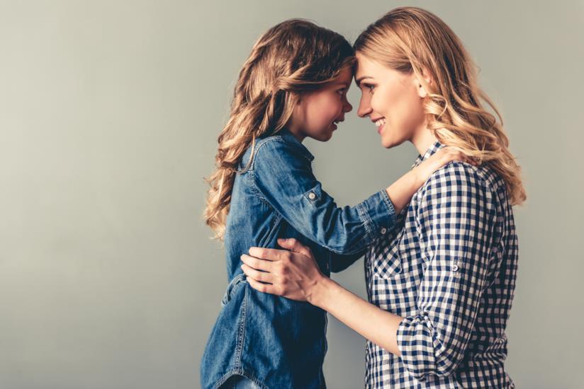 Madre e figlia fronte a fronte