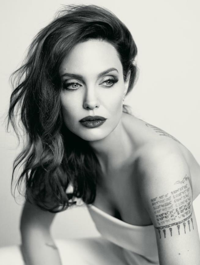 Angelina Jolie posa per InStyle