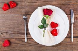 Tavola apparecchiata per San Valentino