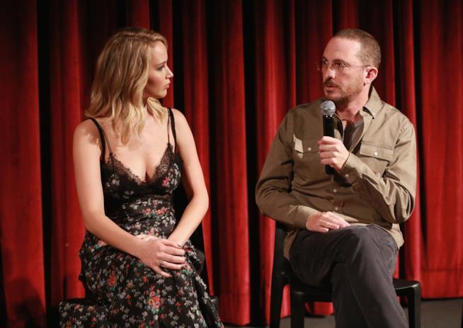 Jennifer Lawrence con Darren Aronofsky durante la promozione di Mother!