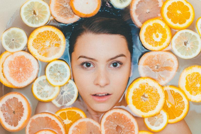 Ricette e consigli per preparare l'acqua aromatizzata alla frutta per dimagrire