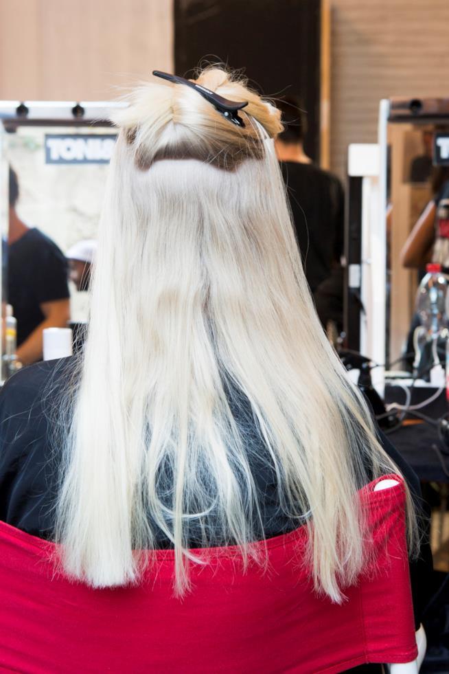 Acconciatura semiraccolta capelli biondi