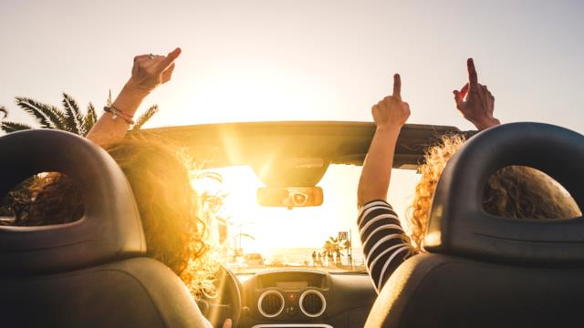 In vacanza con le amiche: ecco perché i viaggi tra sole donne fanno bene alla salute a ogni età