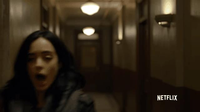 Jessica Jones in una sequenza spettacolare