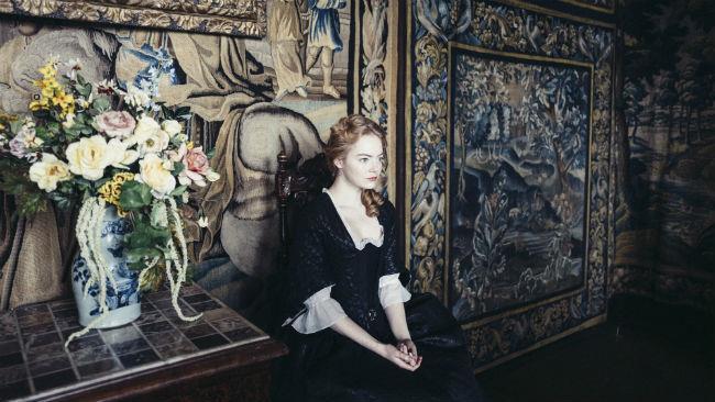 Emma Stone nel film La favorita
