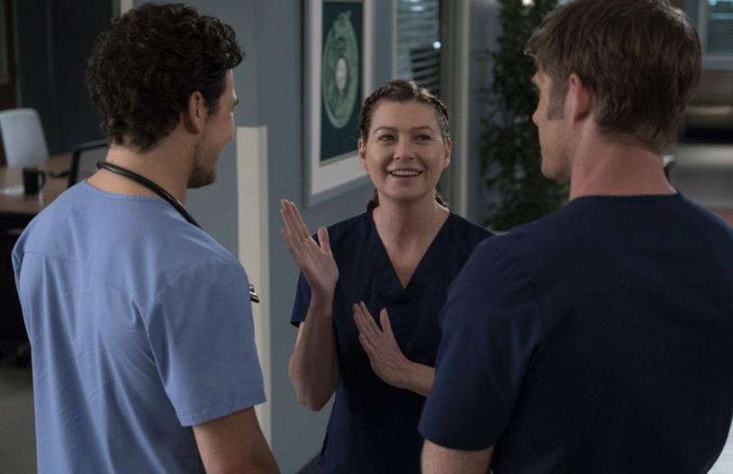 Meredith, DeLuca e Link in una scena di Grey's Anatomy 15