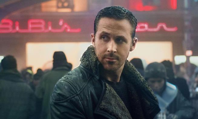 Ryan Gosling e il suo cappotto nel film