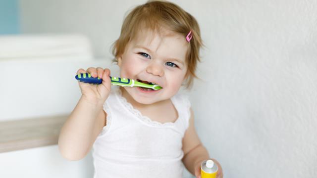 Denti da latte: tutto quello che devi sapere dai sintomi alla pulizia