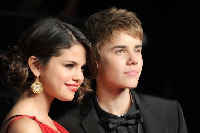 Selena Gomez e Justin Bieber in primo piano