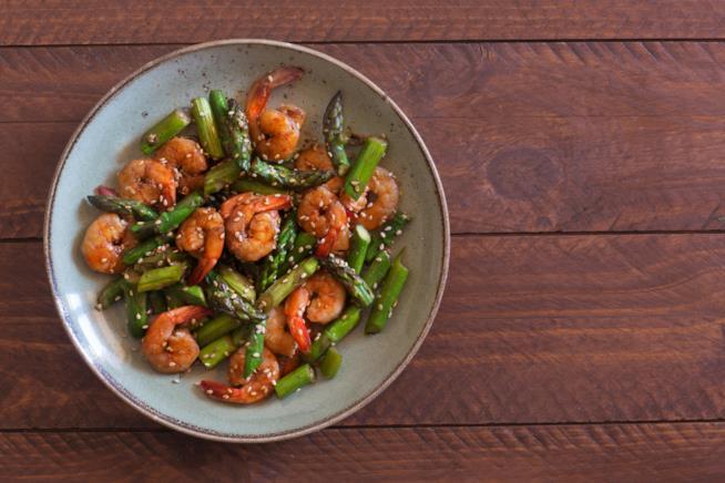 Insalata di asparagi e gamberetti: menu pasquetta