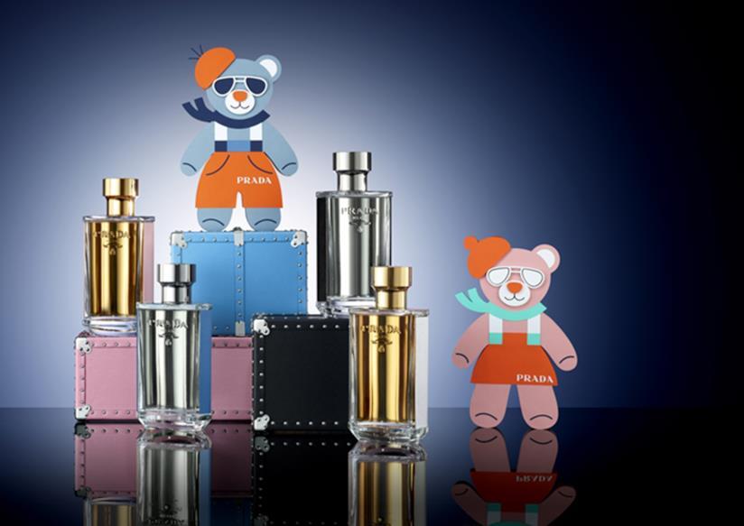 Per Natale le fragranze Prada si possono abbinare a charms in pelle saffiano a forma di orsetto