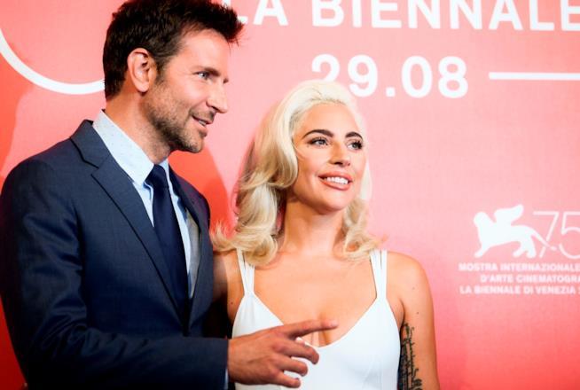 Bradley Cooper e Lady Gaga al photocall di Venezia 75