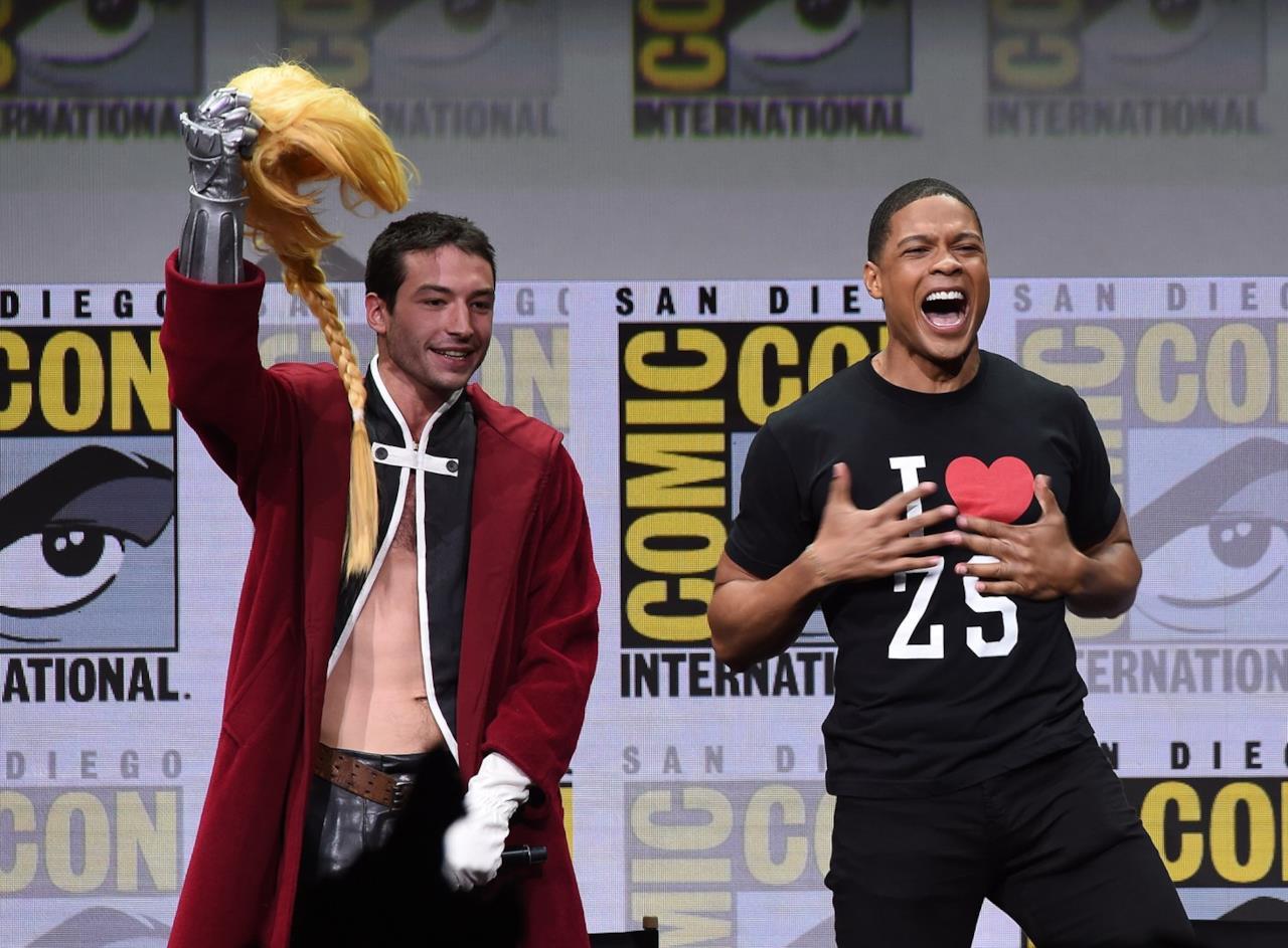 Ezra Miller in cosplay e Ray FIsheral Comic-Con di San Diego 2017
