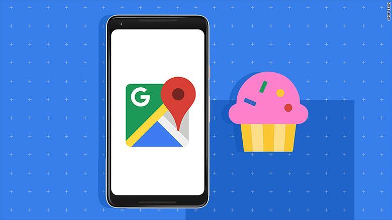 Un'illustrazione del logo di Google Maps su uno smartphone ed un cupcake