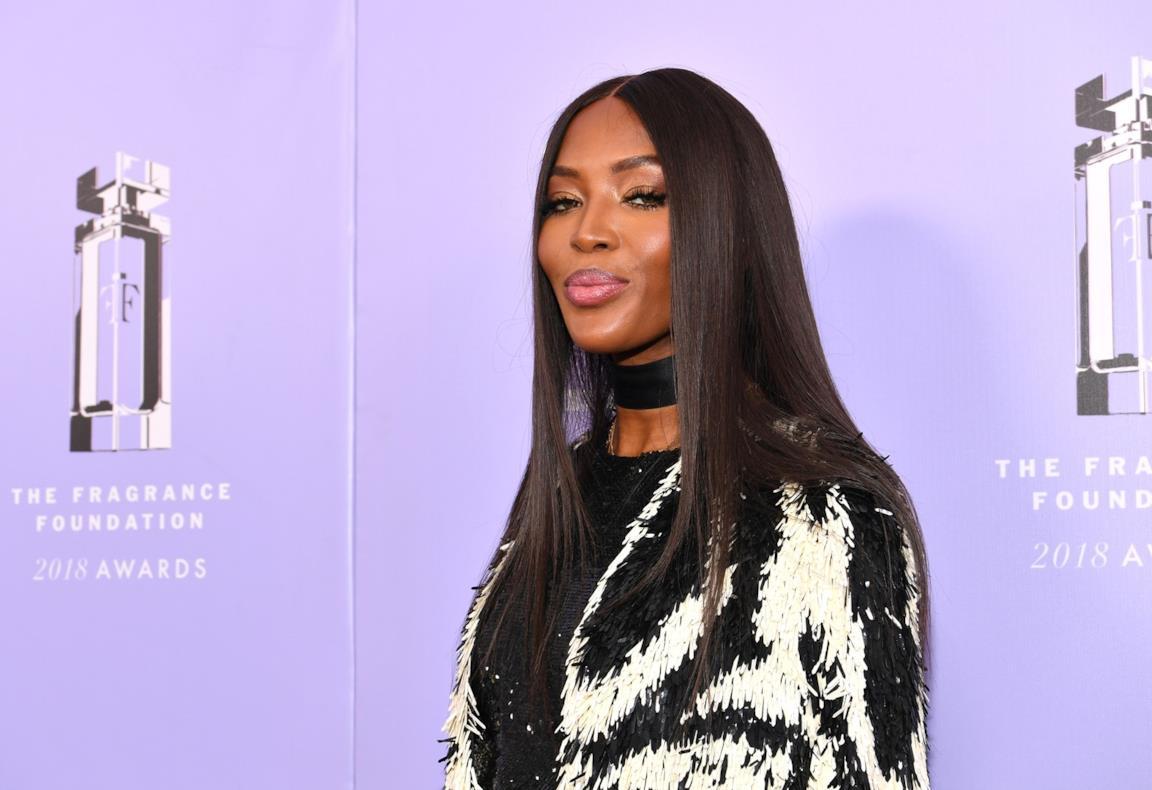 Naomi Campbell hairstyle liscio e lungo