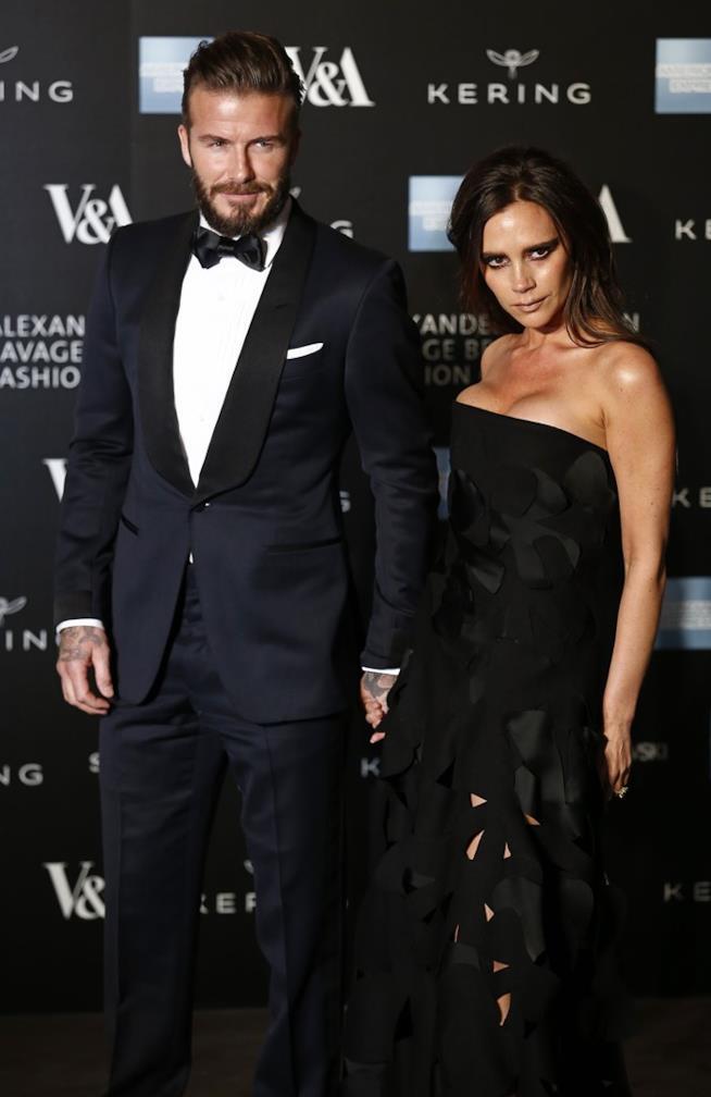 Look total black per David Beckham e Victoria sul tappeto rosso