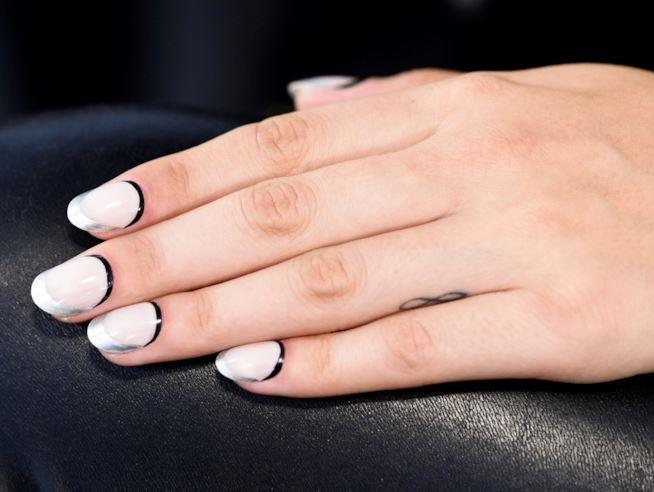 Nail art su unghie a mandorla