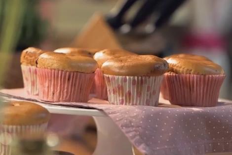 Un delizioso muffin preparato con gelato artigianale alla stracciatella