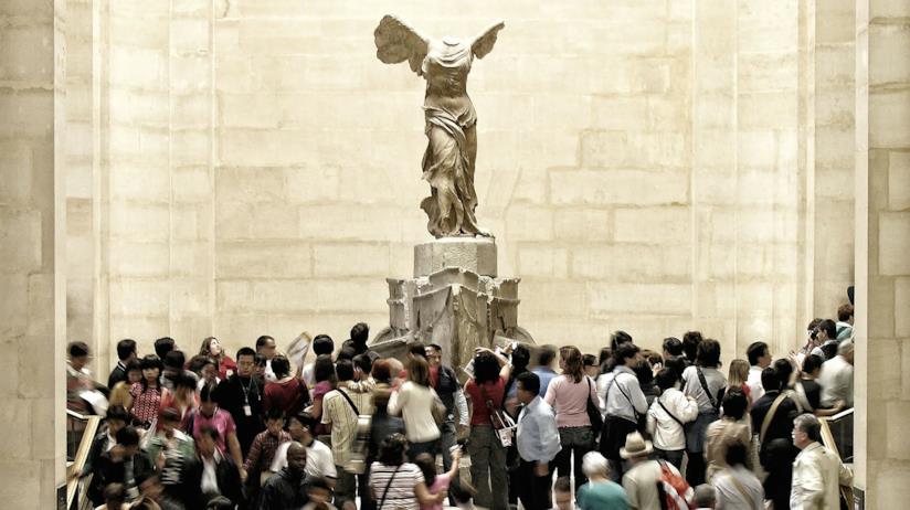 La Nike di Samotracia, scultura iconica del Louvre