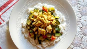 Riso bianco con verdure e pollo