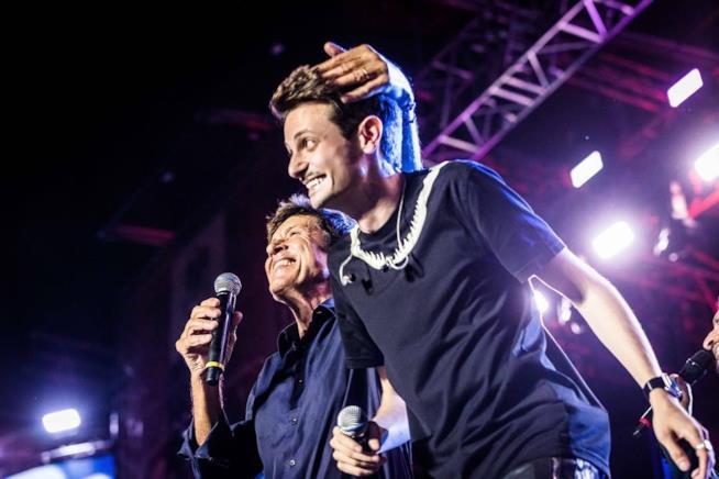 Fabio Rovazzi e Gianni Morandi sul palco