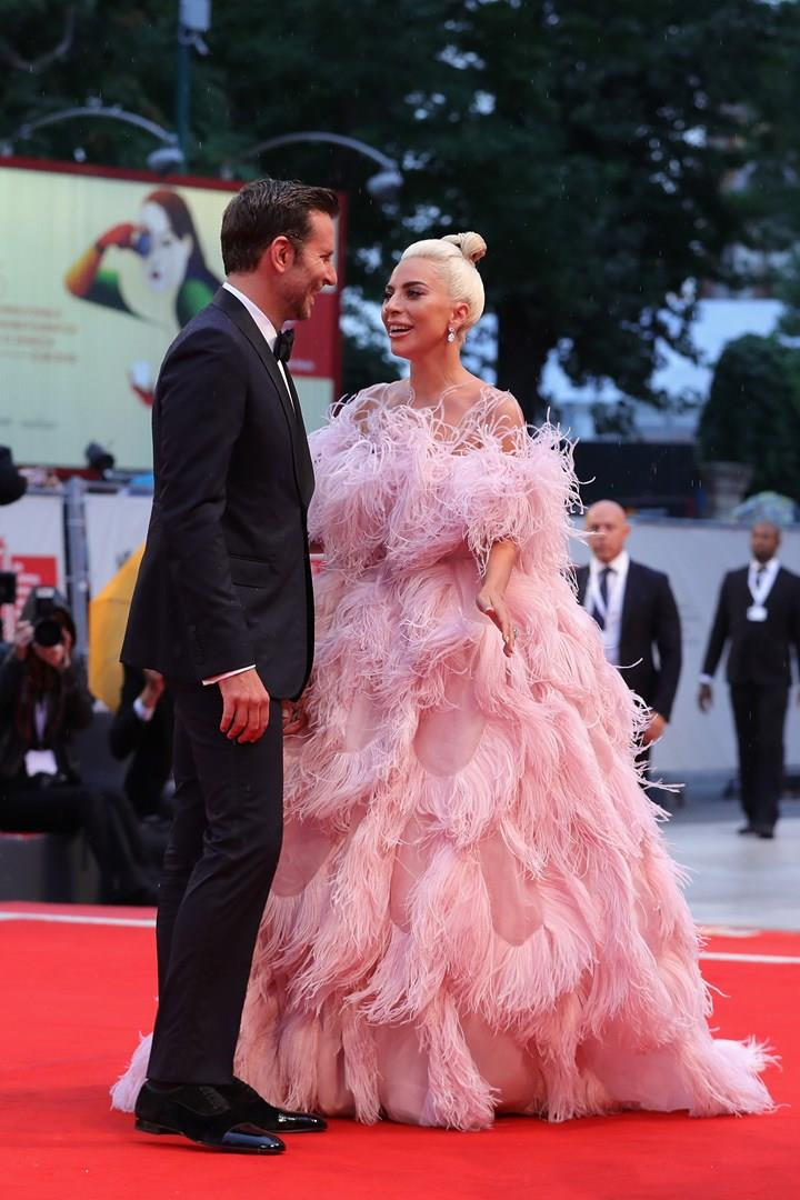 Bradley Cooper e Lady Gaga sul red carpet