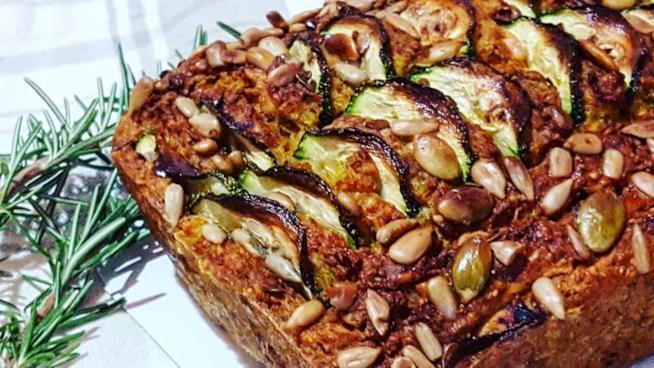 Torta salata con semi e zucchine