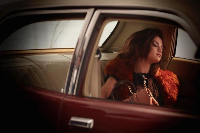 Selena Gomez in auto per la campagna di Coach