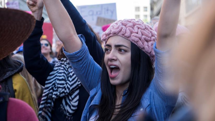 Protesta in piazza delle donne per l'uguaglianza sul lavoro