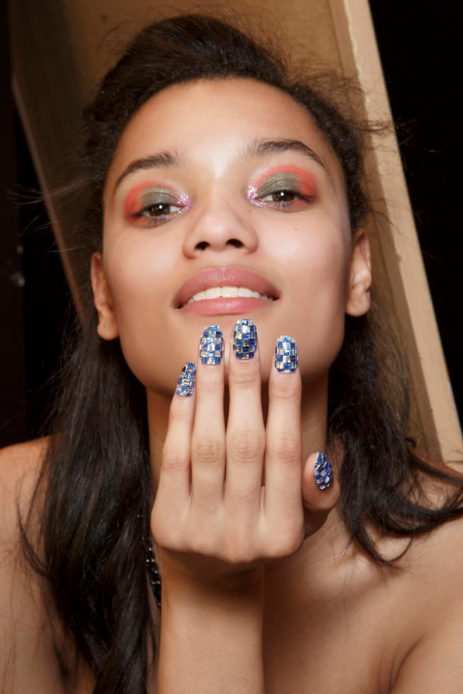 Nail art glitterata