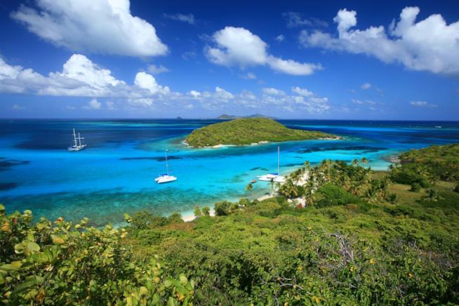Caraibi, Tobago Cays tra le isole Grenadine.