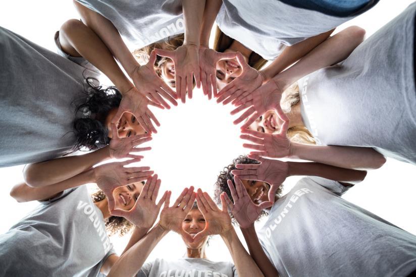 Gruppo di donne riunito in cerchio
