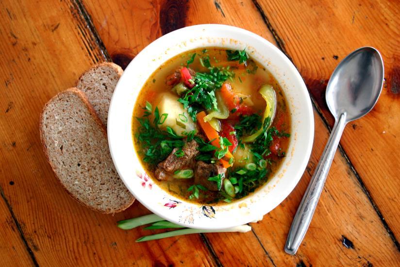 Un piatto di minestrone.