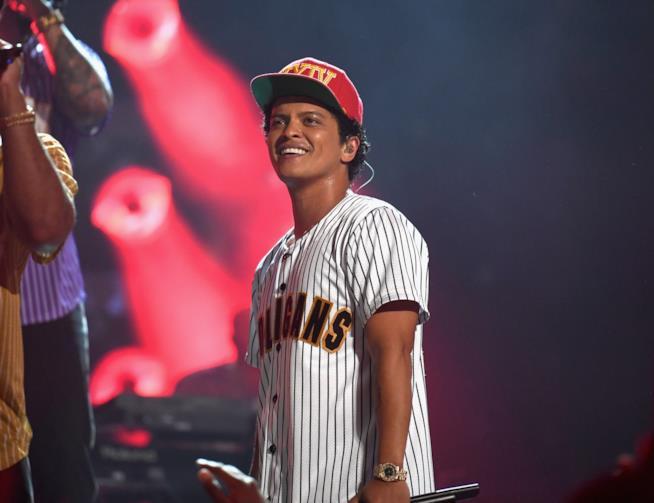 Bruno Mars durante un concerto