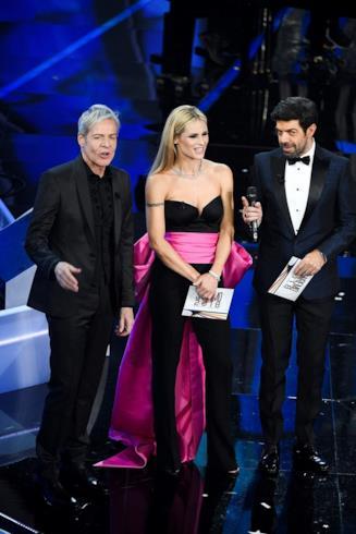 Sanremo 2018 Baglioni Hunziker Favino